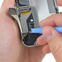 Замена датчика приближения к уху iPhone SE