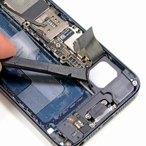 Восстановление внутренних элементов iPhone SE на компонентном уровне