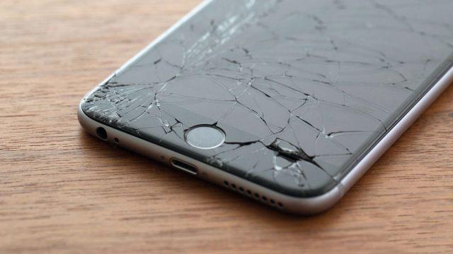 Разбитый экран iPhone